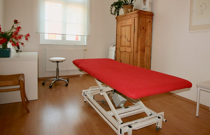 Physiotherapeut Leipzig Zentrum - Physiotherapie im Schuhmanns Eck - Osteopathie - Lymphdrainage - Krankengymnastik - Sylvi Westphal-Doll - Praxis Behandlung